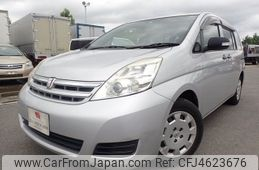 toyota-isis-2010-1754-car_13c2c38a-e8bd-4be2-a641-8eef367c4086