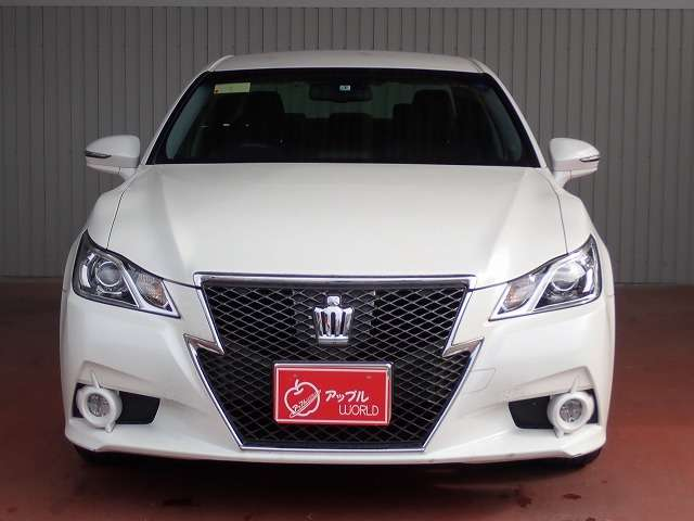 toyota-crown-2013-14619-car_1e47cfd6-7ed2-40d4-a42c-9d4050808a3f