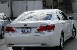 Toyota Crown Hybrid 2014