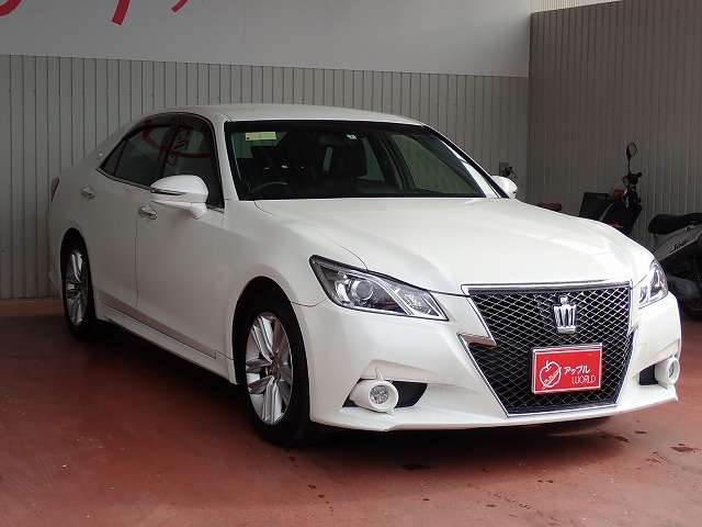 toyota-crown-2013-14619-car_27f511de-b06e-47d1-8db9-e5da1d0dd8eb