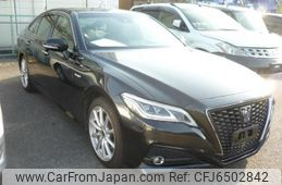 toyota-crown-2018-37618-car_b1dbccd7-b0e1-4ac2-89d7-482a0324ddc0