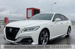 toyota-crown-2018-47354-car_b379a18b-6d6d-4ff9-ab44-c6cd63d00156