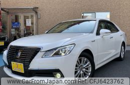 toyota-crown-2014-13304-car_b5e666e8-558a-4bf5-9e3b-928a8876776c