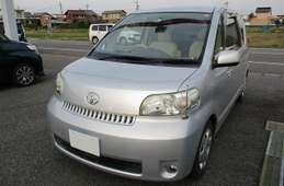 Toyota Porte 2005
