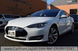 tesla-motors-tesla-others-2015-40660-car_e3db156b-98c6-41ec-943c-bac53098385d