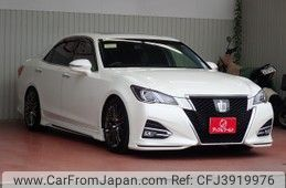 toyota-crown-2017-35576-car_eacbdd69-668e-432c-b5e5-844a78fddad7