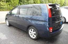 Toyota Isis 2009