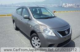 Nissan Tiida Latio 2013