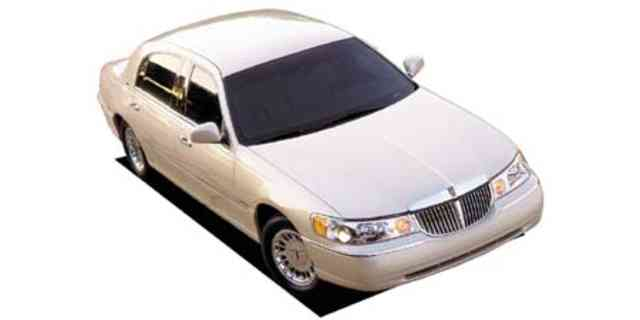 Lincoln Town Car Lincoln Lincoln Towncar Signature St 2002