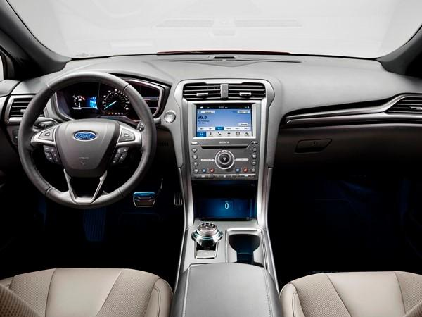 Nissan Rogue Accessories >> 2017 Ford Fusion Review: The Americans Get It Right - CAR ...