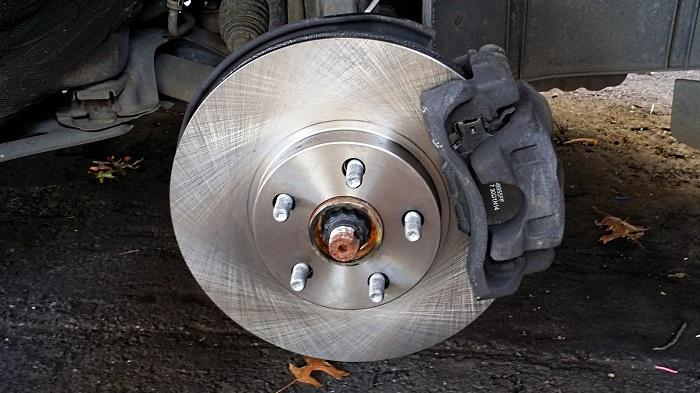8 Reasons Your Car Is Making Grinding Noise When Braking - CAR FROM