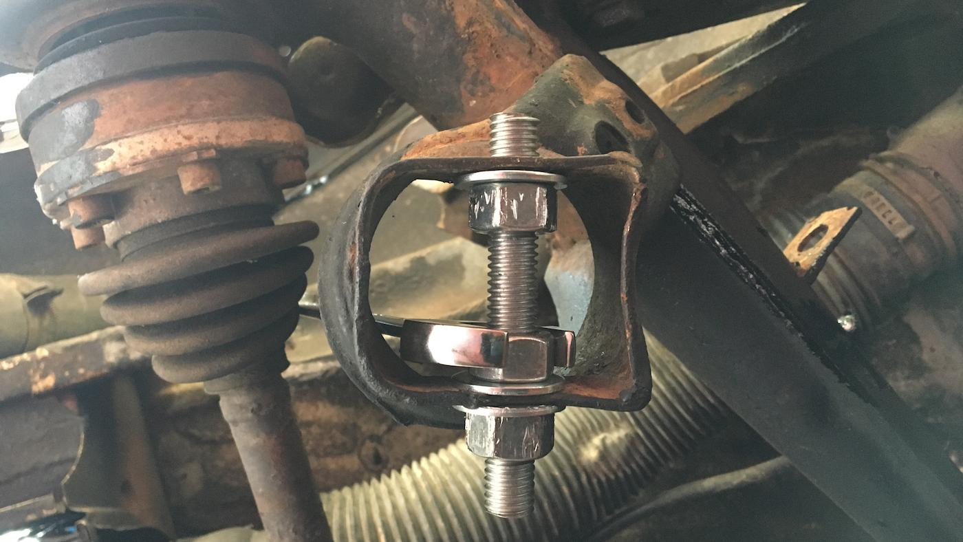 Remove Stuck Lower Control Arm Bolts - CAR FROM JAPAN