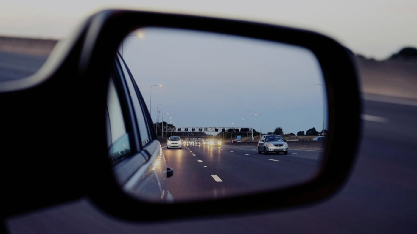7 Tips For Using Mirrors While Driving To Keep You Safe