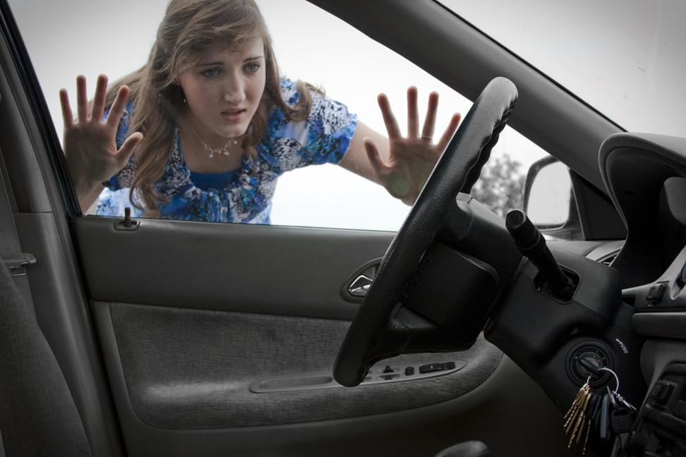 Easy Ways To Unlock Your Car Without Key During An Emergency