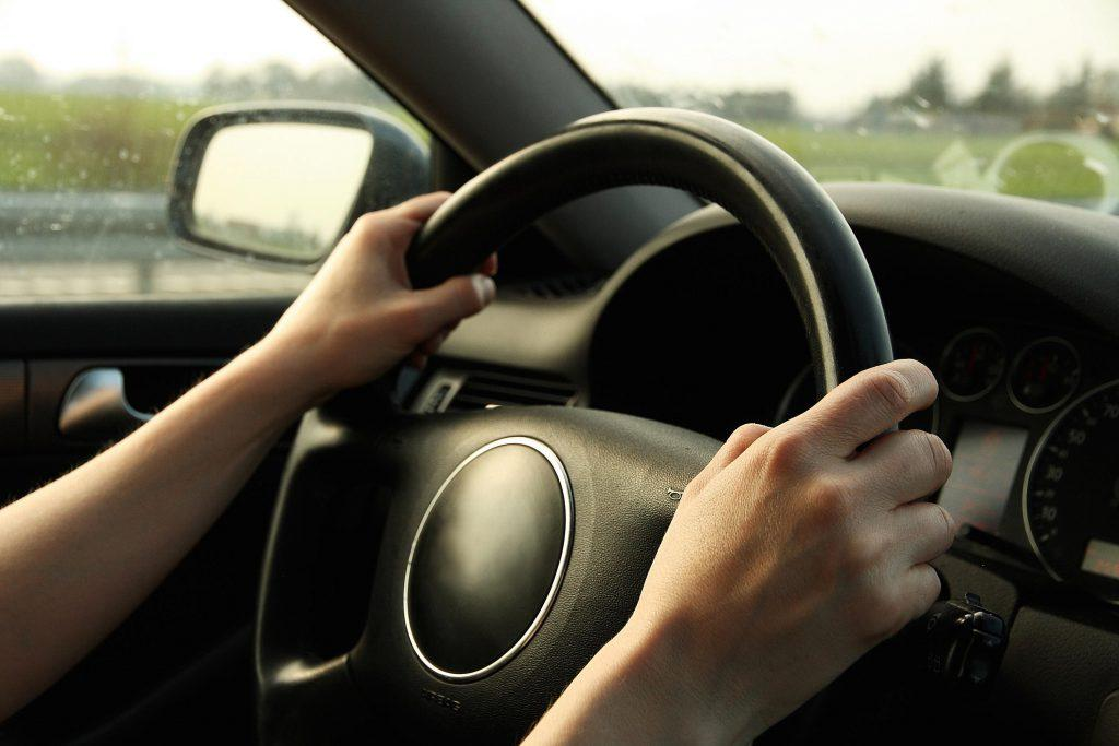 Top 6 Causes of Steering Wheel Hard to Turn and Solutions