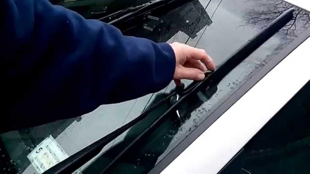 Windshield Wipers not Returning Rest Position: Here is how