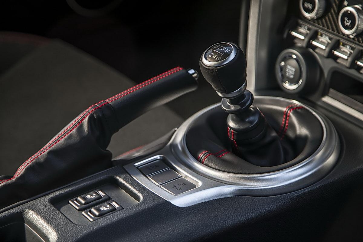 The Reasons for Manual Transmission Won't Go into Gear When