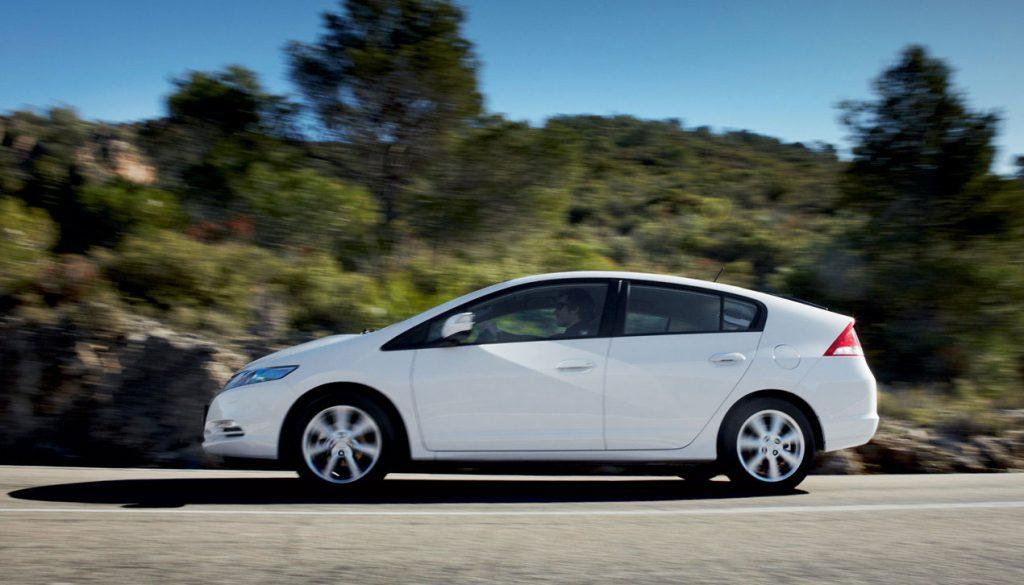 honda insight review  style  efficiency car  japan