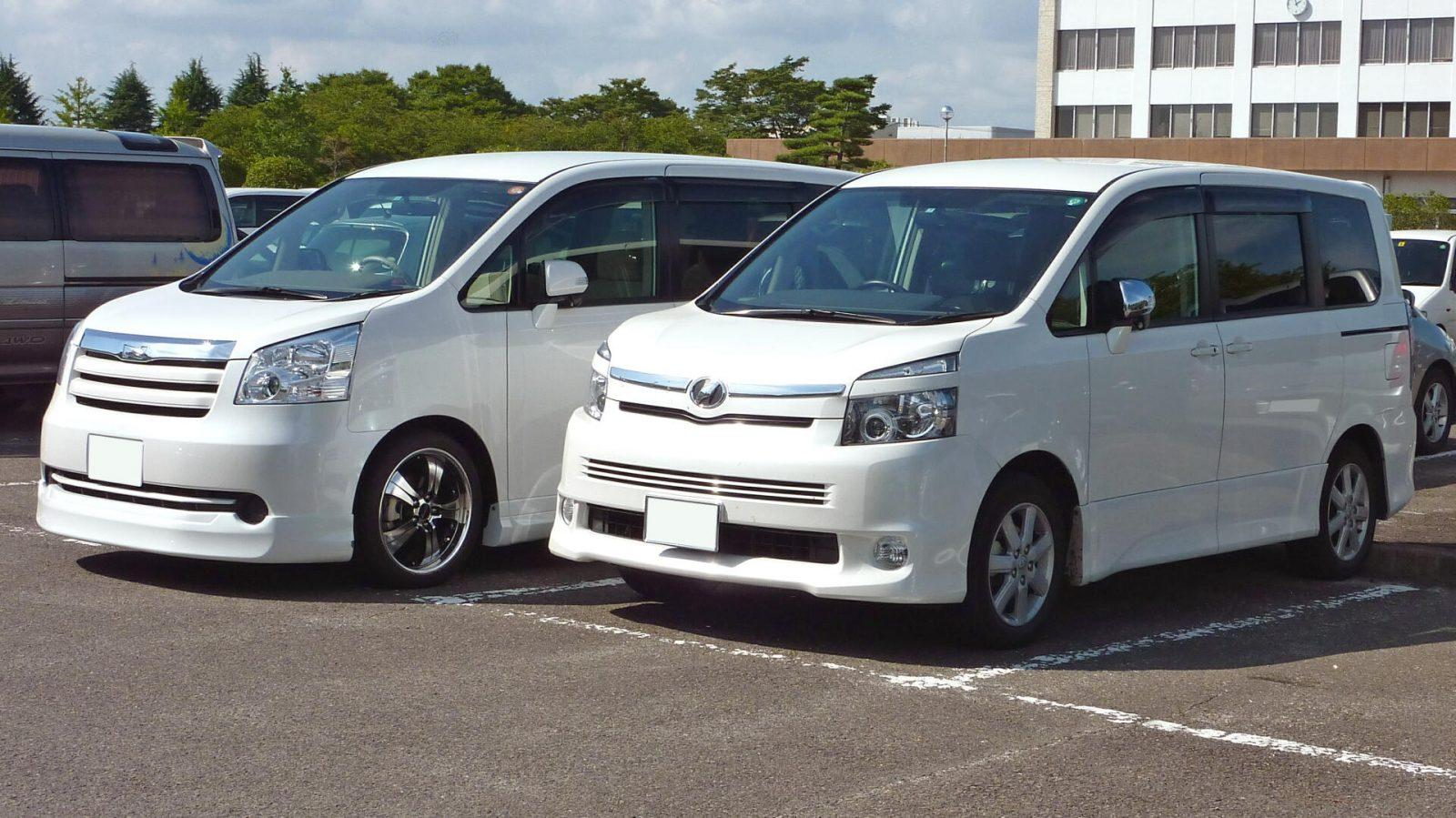 toyota noah  voxy difference    twins car  japan