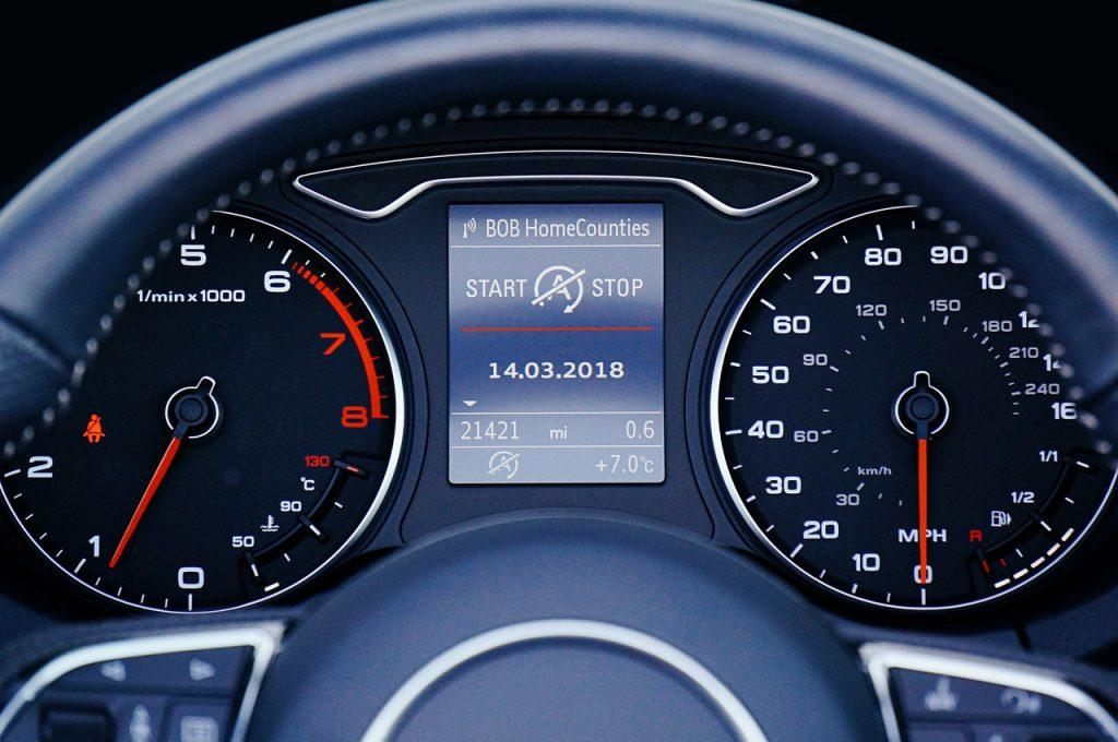 Cars With Digital Speedometer – Why Are They Not In Use
