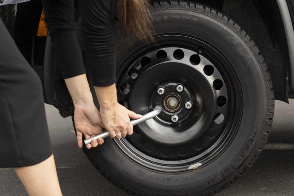 consertar um pneu furado